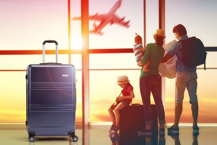 """Orbis 28"""" Kuredu Spinner Luggage Case (Midnight Blue)"""