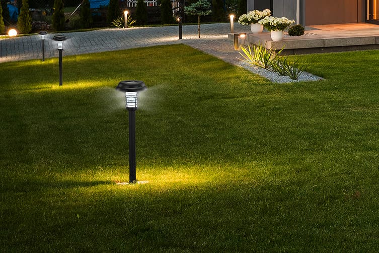 Pestill 2-in-1 Solar LED Garden Light Bug Zapper (4 Pack)