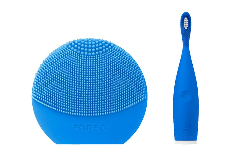 Foreo LUNA Play Plus Face Cleanser & ISSA Play Electric Sonic Waterproof Toothbrush Bundle - Blue
