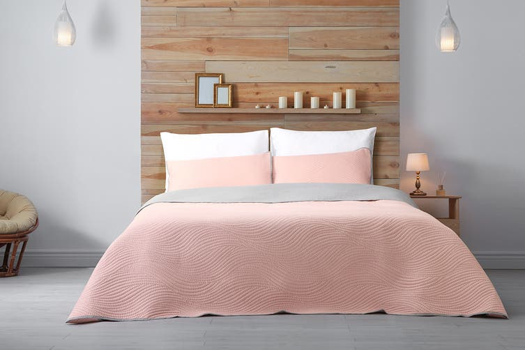 Ovela Hazel Embossed Reversible Coverlet Set (Pink/Silver)
