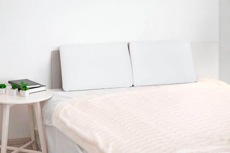 Ovela Set of 2 Latex Pillows Medium Firm Standard