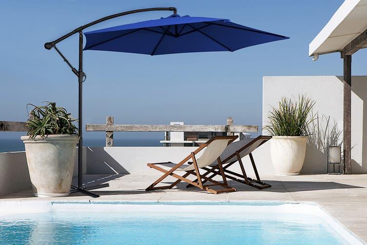 Milano 3 Metre Cantilever Outdoor Umbrella with Bonus Protective Cover (Navy)