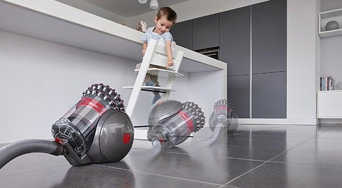 Keeps the vacuum upright