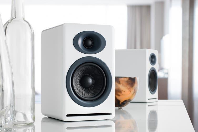 Audioengine N22 Amplifier & P4 Speaker Pair (Hi-Gloss White) Bundle