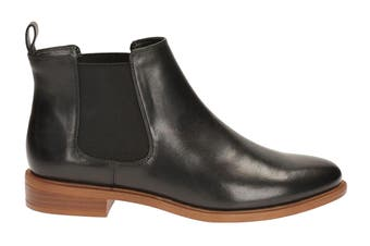 Clarks Women's Taylor Shine Shoe (Black Leather D)
