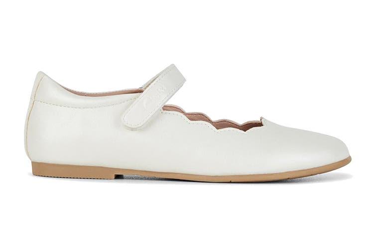 Clarks Girls' Audrey Snr Shoe (White Pearl D, Size 27 EU)