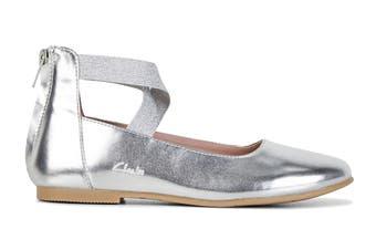 Clarks Girls' Abigail Shoe (Silver D, Size 33 EU)