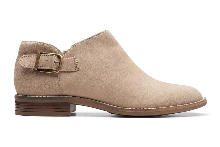 Clarks Women's Camzin Pull Shoe (Sand Suede D, Size 6.5 UK)