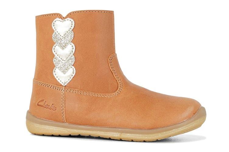 Clarks Girls' Maddy Shoe (Tan E, Size 05.5 UK)