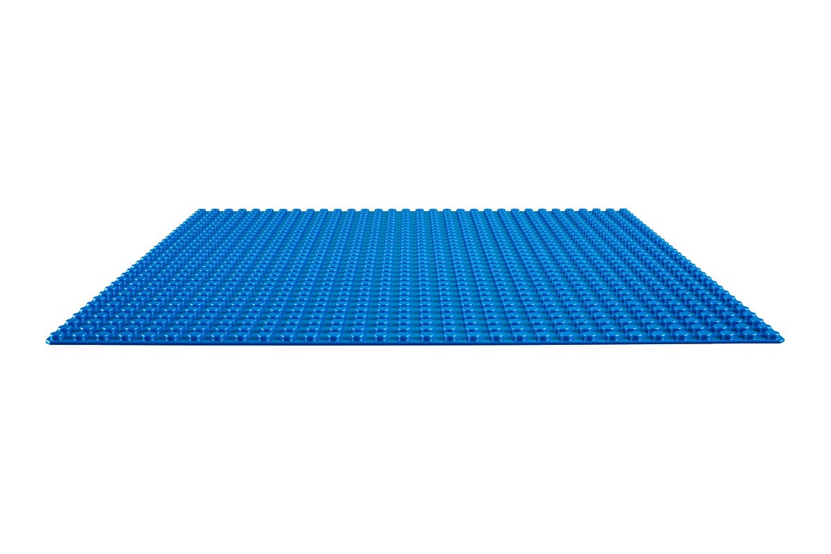 LEGO Classic Blue Baseplate (10714) Create a seaside town, sunny swimming pool, ship at sea or something else from your imagination with the LEGO Classic Blue Baseplate.   Perfect base for building, displaying and playing with your LEGO creations Great supplement to any LEGO collection Build and display your creations   Warning: Choking hazard – Small parts. Not for children under 3 years.