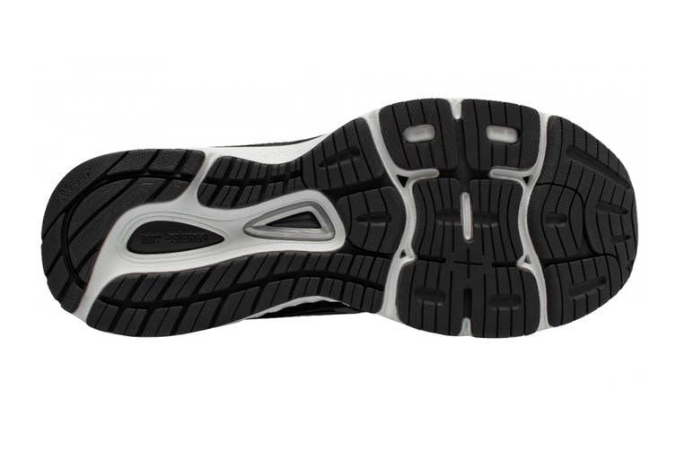 New Balance Women's 880v8 Shoe (Black/White, Size 6.5)