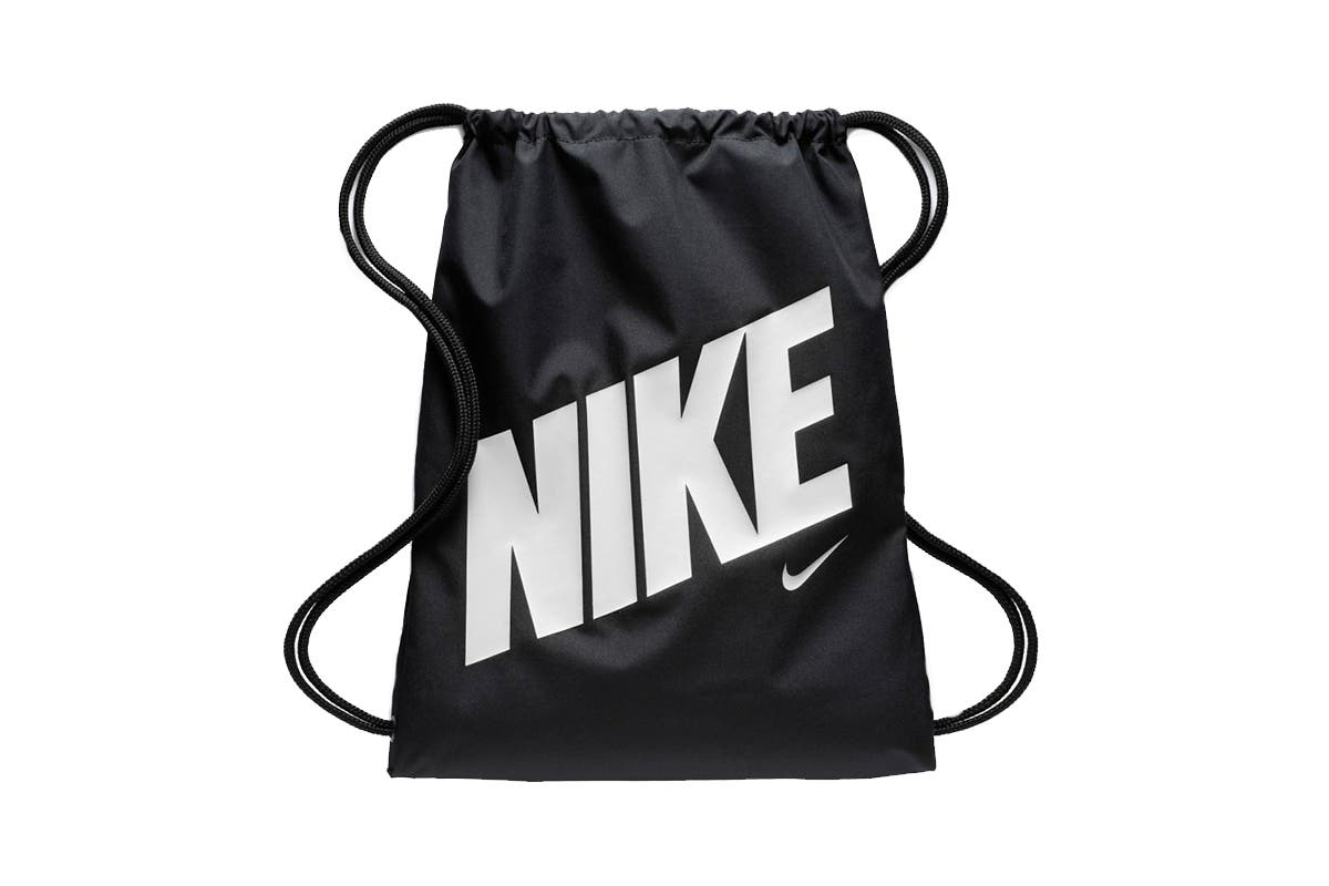 Nike Unisex Gym Sack (Black/White) The Nike Unisex Gym Sack features drawcord shoulder straps and a spacious main compartment for convenient storage.  	 		Durable material 		Spacious main compartment with easy access 		Drawcord shoulder straps 		Easy to open and close