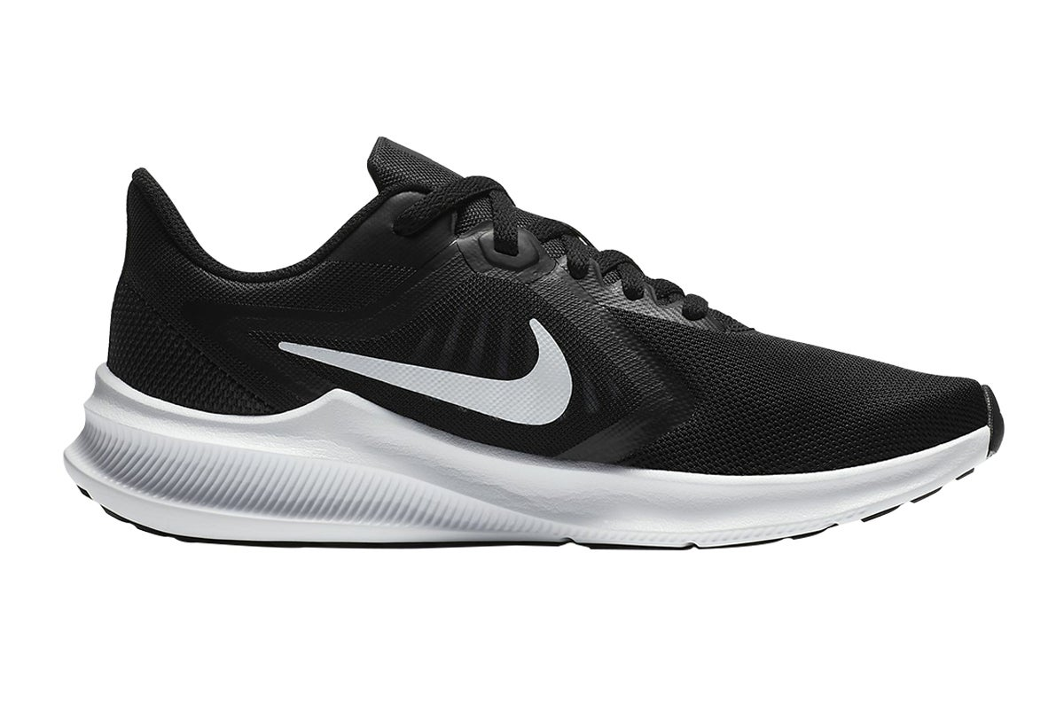 black nike running shoes womens