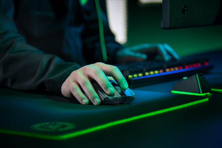 Dick Smith NZ | Razer Viper Ultimate - Wireless Gaming Mouse with Charging  Dock | Computer Peripherals » Mice, Touchpads & Trackballs  (Computers/Tablets & Networking > Keyboards, Mice & Pointers > Mice,  Trackballs & Touchpads)
