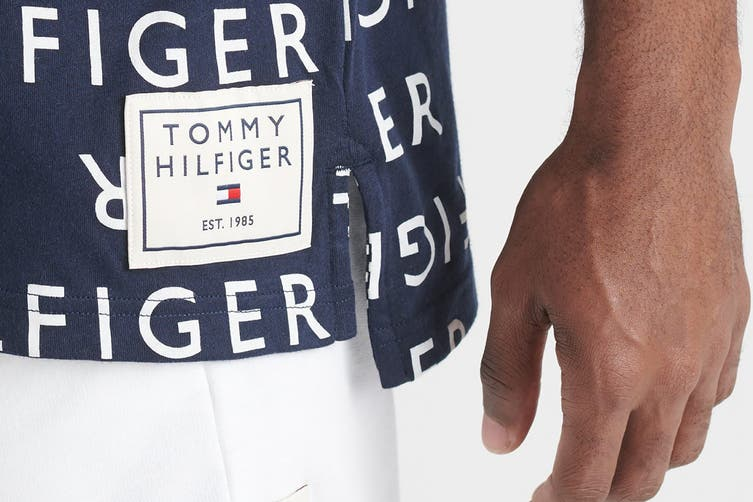Tommy Hilfiger Men's Modern Essentials Tee (Deep Blue, Size S)