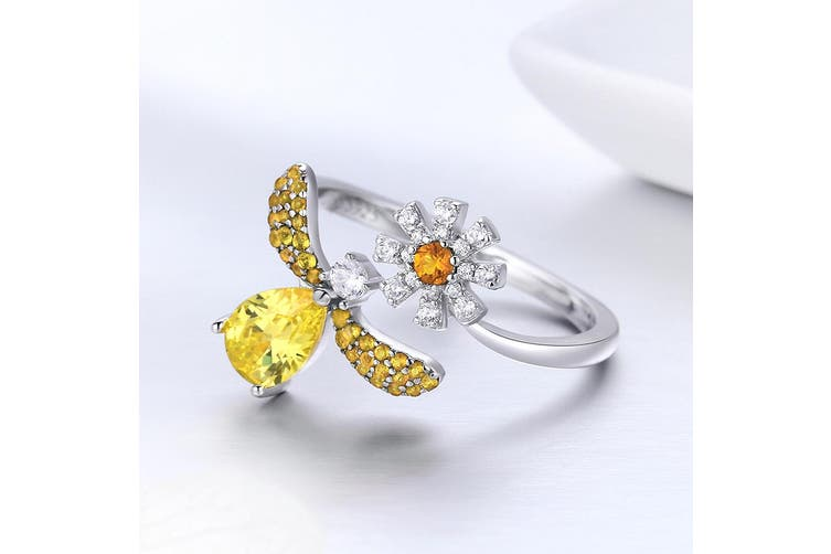 .925 Darling Bee Daisy Ring