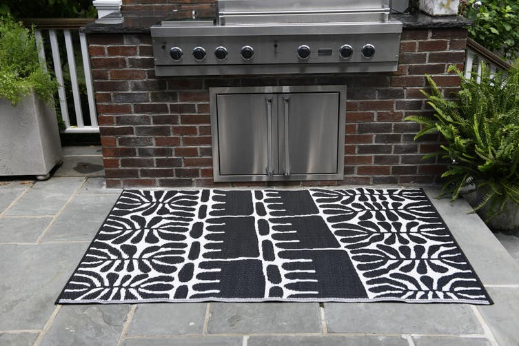 120x179 cm Recycled Plastic Outdoor Rug and Mat Serowe Black and Cream