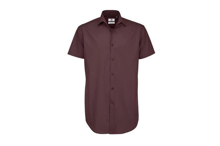 B&C Mens Black Tie Short Sleeve Formal Work Shirt (Luxurious Red) (2XL)