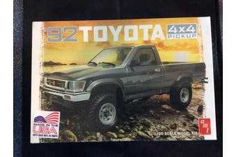 1992 Toyota 4x4 Pickup 1/20 AMT Plastic Model Kit
