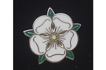 WHITE ROSE OF YORK YORKSHIRE ENGLAND ROSE ALBA ROSE ARGENT ENAMEL LAPEL BADGE