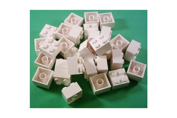 LEGO 30 x Brick 2x2 Studs in white